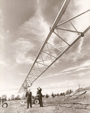 BRH demonstrates Turborian irrigator 80s